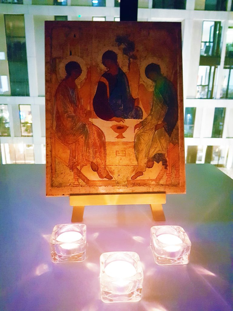 Icon with tealights